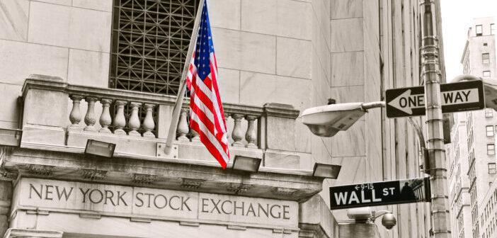 Enorme stimulering VS en hogere dollar